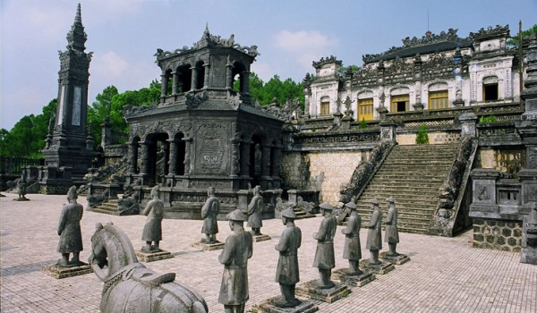 Car rental from Da nang to Hue City
